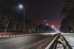 E concetto di modernizzazione e di manutenzione delle lampade, posto per testo, notte fotografia stock