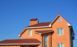 E Construção moderna da casa Tipos do telhado do quadril e do vale Imagens de Stock