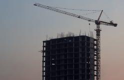 E Construction non finie r Grue et construction image libre de droits