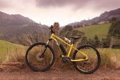 E-cykel av det spanska märket Orbea och den Keram 20 modellen royaltyfri bild