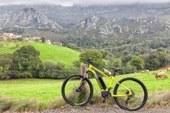 E-cykel av det spanska märket Orbea och den Keram 20 modellen arkivfoton