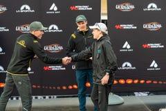 E De wil Atkinson, over al 2de plaats van de rasagent schudt omhoog hand met sponsorla Sportiva stock fotografie