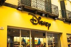 E Disney Store è una catena internazionale dei negozi di specialità che vendono soltanto Disney ha collegato gli oggetti fotografie stock libere da diritti