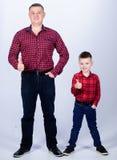 E Dit is dossier van EPS10-formaat Gelukkige Familie Kinderjaren parenting r Land royalty-vrije stock foto