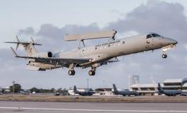 E-99 ERJ-145 des TOLLEN Cruzex in Kraft stockfotografie