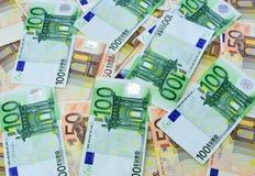 100 e 50 euro- contas fecham-se acima Imagem de Stock Royalty Free
