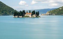 ` E för Ostrvo Sveti Ä orÄ eller ö av St George i Montenegro Royaltyfri Fotografi