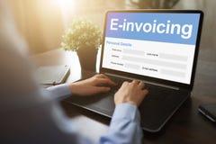 E-facturation, opérations bancaires en ligne et paiement Concept de technologie et d'affaires photographie stock