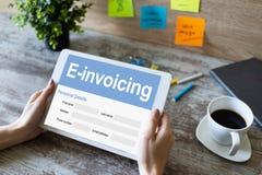 E-facturation, op?rations bancaires en ligne et paiement Concept de technologie et d'affaires image libre de droits