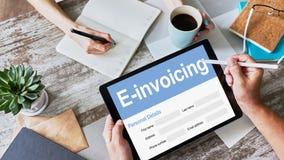E-facturation, op?rations bancaires en ligne et paiement Concept de technologie et d'affaires photographie stock libre de droits