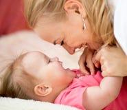 E Felicità di paternità Fotografia Stock