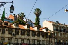 E Gamla byggnader i staden av Lissabon arkivfoton