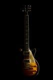 E-Gitarre lokalisiert auf einem schwarzen Hintergrund Stockfoto