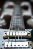 E-Gitarren-Aufnahmen und nahe hohe Ansicht des Halses Stockfotografie