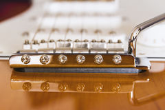 E-Gitarren-Sonnendurchbruch-Brücken- und Aufnahmennahaufnahmemakro Stockbild