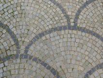E Gr?a f?rberedande stenar kullersten Pavers Utrymme f?r text royaltyfri foto