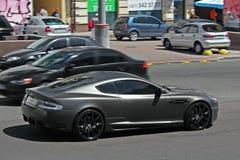 E Het Project Kahn van Matt Aston Martin DBS op de weg in Kiev stock afbeelding