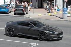 E Het Project Kahn van Matt Aston Martin DBS op de weg in Kiev stock afbeeldingen