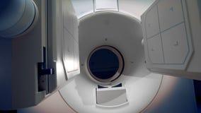 Процесс работы большого томографического сканера 4K акции видеоматериалы