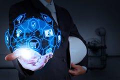 E-kommers begrepp med den digitala manöverenheten för VR med symboler av shopp arkivfoton