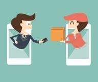 E-kommers på mobil - affärsmanbetalningar från kreditkort på Arkivfoton
