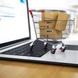 E-kommers Shoppingvagn med kartonger på bärbar dator Royaltyfri Bild