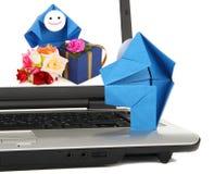 E-Kommunikation und Geschäftsverkehrmetapher Stockbild