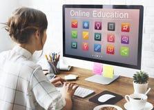 E-lära online-utbildningsapplikationbegrepp Arkivbilder