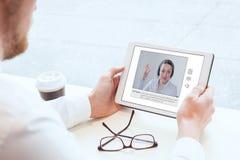 E-lära, videokonferens, arbeta som privatlärare åt som är online- eller som är webinar arkivfoto