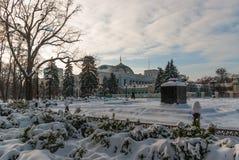 E L'hiver neige matin ensoleillé Photo stock