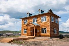 E la città eleganza della casa dell'azienda agricola di Ergunaen di quantità della riva del fiume di piccola Immagini Stock