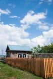 E la città eleganza della casa dell'azienda agricola di Ergunaen di quantità della riva del fiume di piccola Fotografie Stock Libere da Diritti