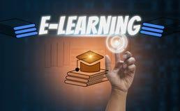 E-learning e istruzione online, con l'icona di tecnologia di tocco del dito ed i media sociali di simbolo su fondo nero, progetta fotografia stock libera da diritti
