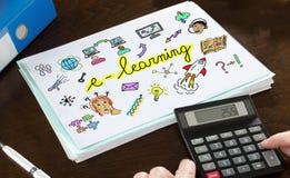 E-Learning-Konzept veranschaulicht auf einem Papier Stockbild