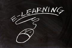 E-Learning und ein Mäusezeichen Stockfotos