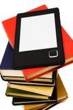 E-libro y libros viejos Imagen de archivo libre de regalías