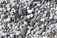 E Los guijarros del mar texturizan, primer superior foto de archivo