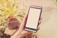 e - mail cyfrowego formatu ręce gospodarstwa komórki wysyłającego Obraz Stock