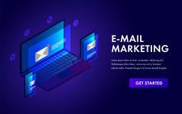 E-mail die isometrisch malplaatjeconcept voor reclamecampagne op de markt brengen, bereikend doelpubliek en e-op de markt brengt  vector illustratie