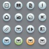 E-Mail-Ikonen für Website auf grauem Hintergrund. stock abbildung