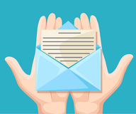 E-Mail-Konzept Neu, eingehende Nachricht, sms Hand, die Umschlag, Buchstaben hält Lieferung von Mitteilungen, sms Postmitteilung, stock abbildung