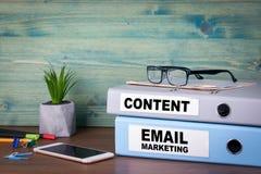 E-Mail-Marketing und -inhalt Erfolgreiche Geschäfts-, Werbungs- und Social Networking-Informationen Stockfotos