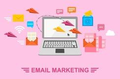 E-mail Marketing Verzend brieven per e-mail Brief in envelop, document vliegtuig, laptop en WiFi Vectorillustratie in vlakte vector illustratie