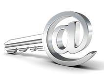 E-Mail-metallischer Schlüssel am Zeichen. Internet-Sicherheitskonzept Stockfoto
