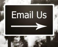 E-mail ons ondertekent Stock Foto's
