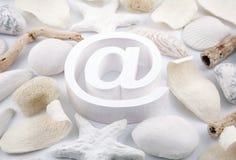 E-Mail-Symbol mit Trockenblumengesteck Lizenzfreies Stockbild