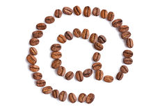 E-mail symbool dat van koffiebonen wordt gemaakt Stock Foto's