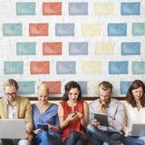 E-Mail-Umschlag-globale Kommunikations-Ikonen-Konzept Lizenzfreie Stockfotos