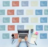 E-Mail-Umschlag-globale Kommunikations-Ikonen-Konzept Lizenzfreie Stockfotografie
