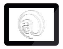 E-Mail am Zeichenplan im Tablet-Computer Stockbild